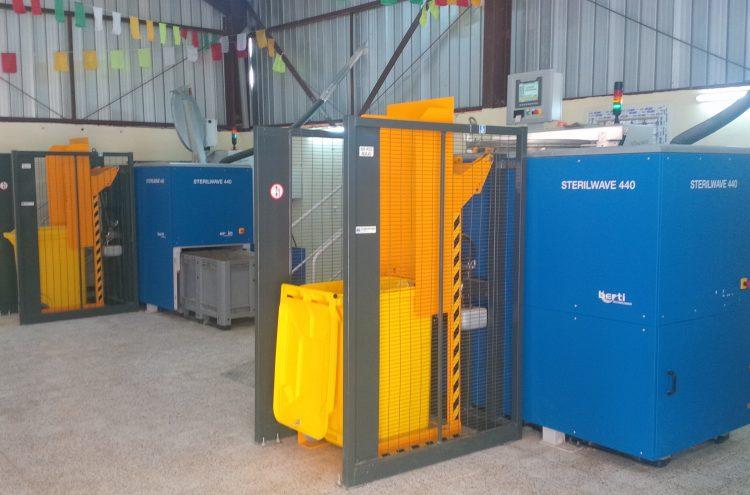 Renverseur pour traitement automatisé de déchets