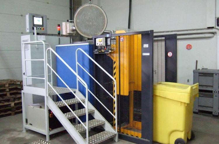 Renverseur permettant un transfert par basculement des déchets